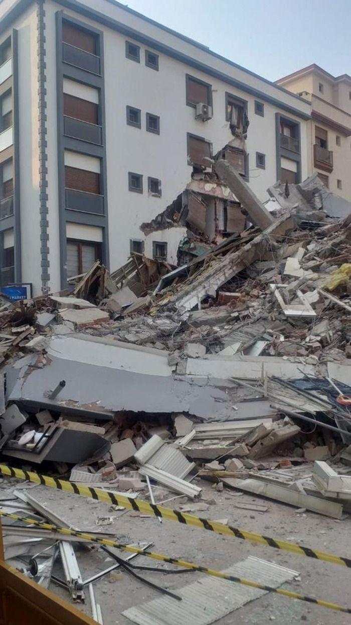 Inebolu Mehtap Apartmanının yıkımına başlandı.