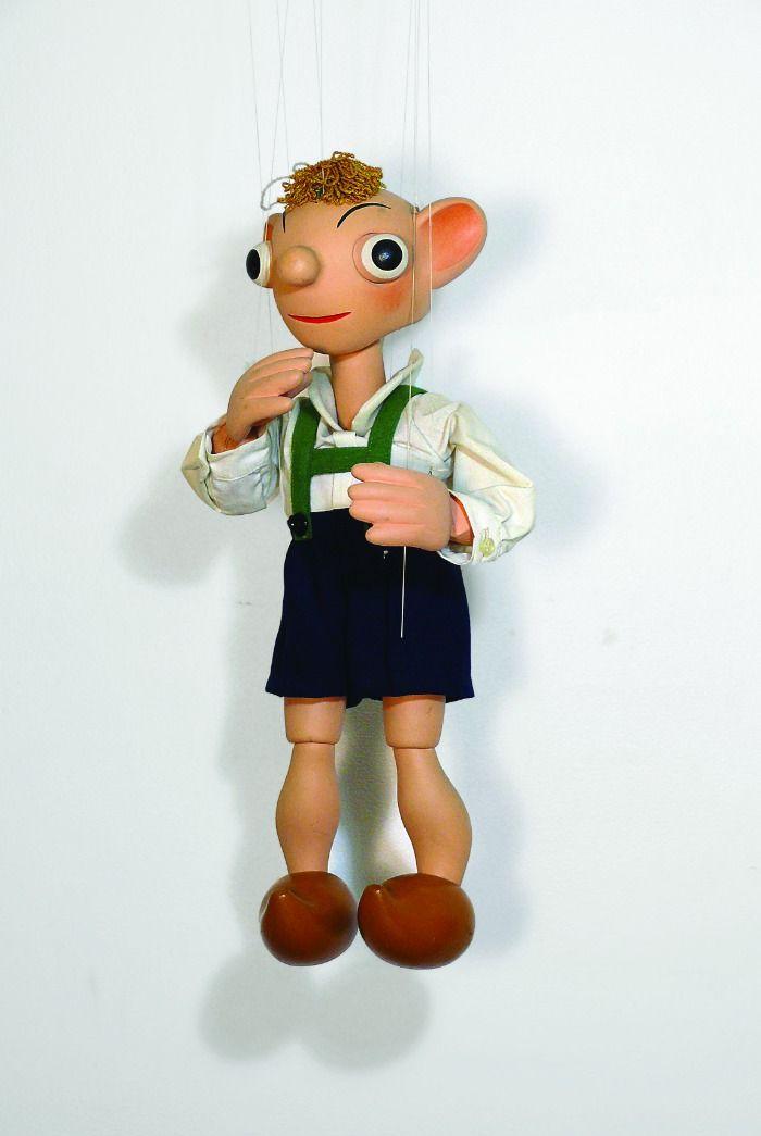 Ich überlege und überlege, an wen erinnert mich diese Marionette? ICH HABS .........