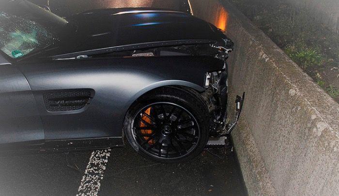 AMG c63 s coupe verunglückt - 18-jähriger Fahrer stirbt noch an der Unfallstelle