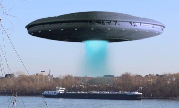 Frachtschiff von Außerirdischen entführt!