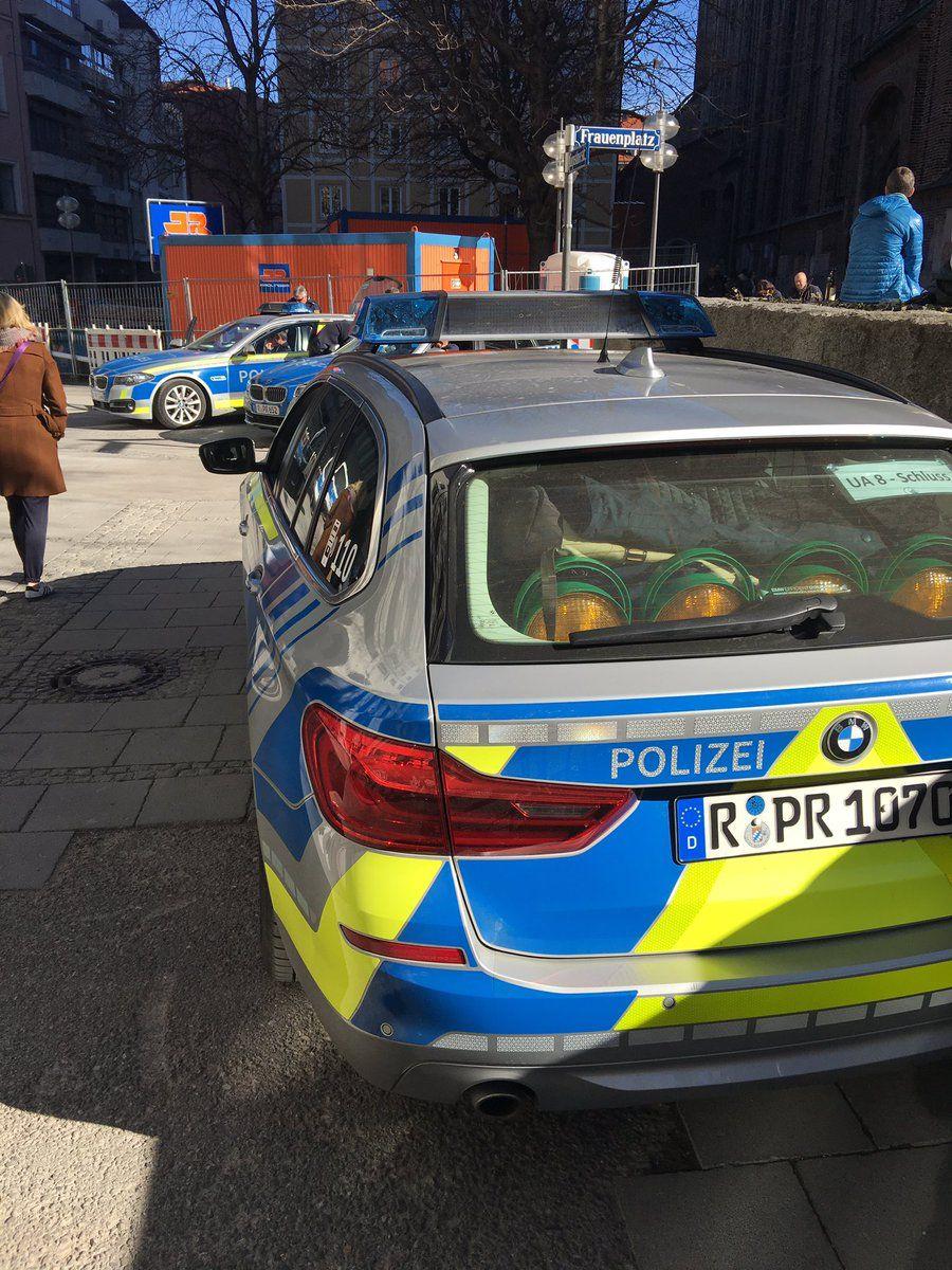 Paderborner Student stürmt Uni-Gelände