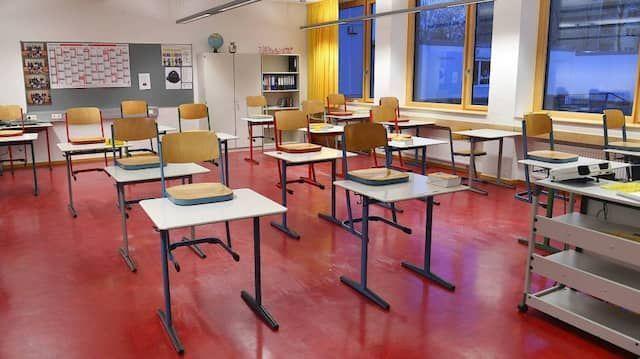 Schülerinnen und Schüler sind geschockt: Sommerferienzeit wird dauerhaft halbiert!