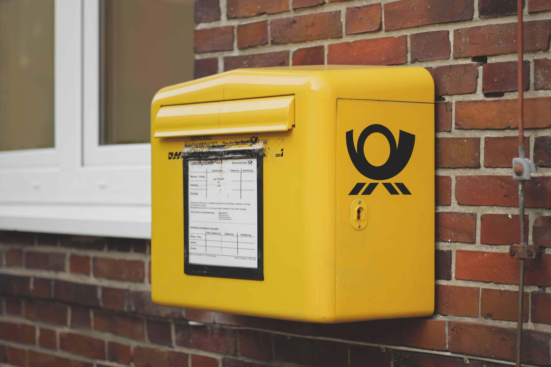 OSTERBURG - betrunkener Postbote stellt gemeinsam mit Freunden Pakete zu