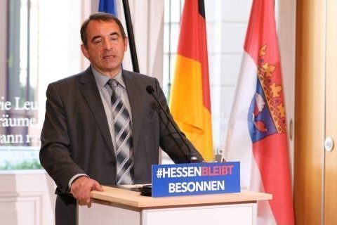 Hessen überlegt, die SOMMERFERIEN WEGEN CORONA ZU KÜRZEN!!!! UNBEDINGT TEILEN!!