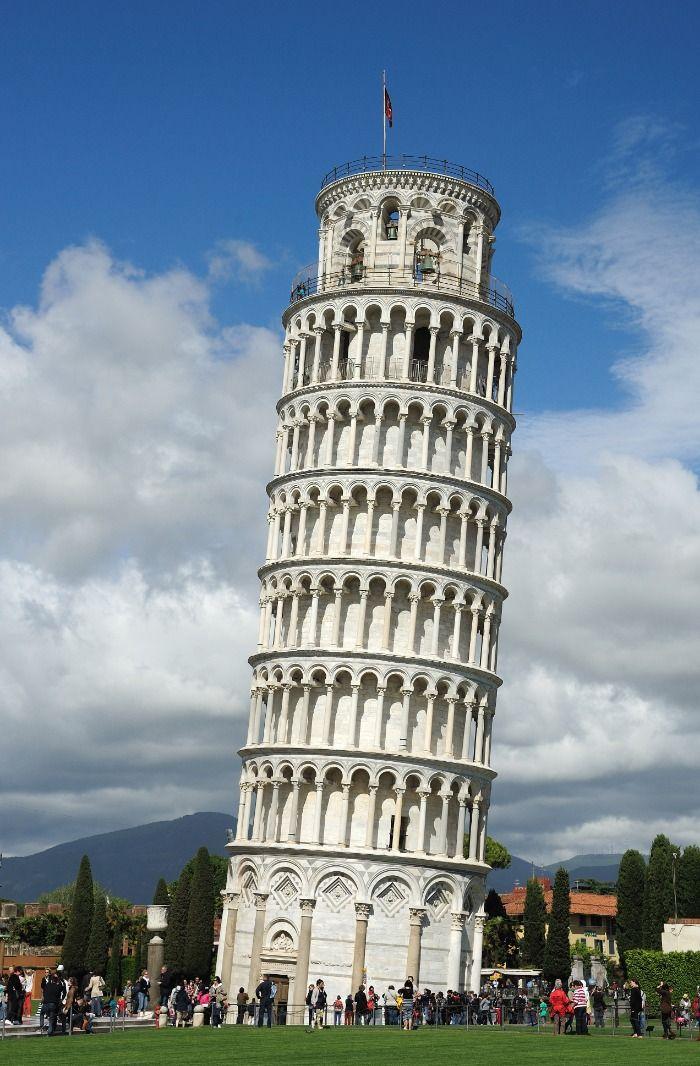 Schiefer Turm von Pisa eingestürtzt